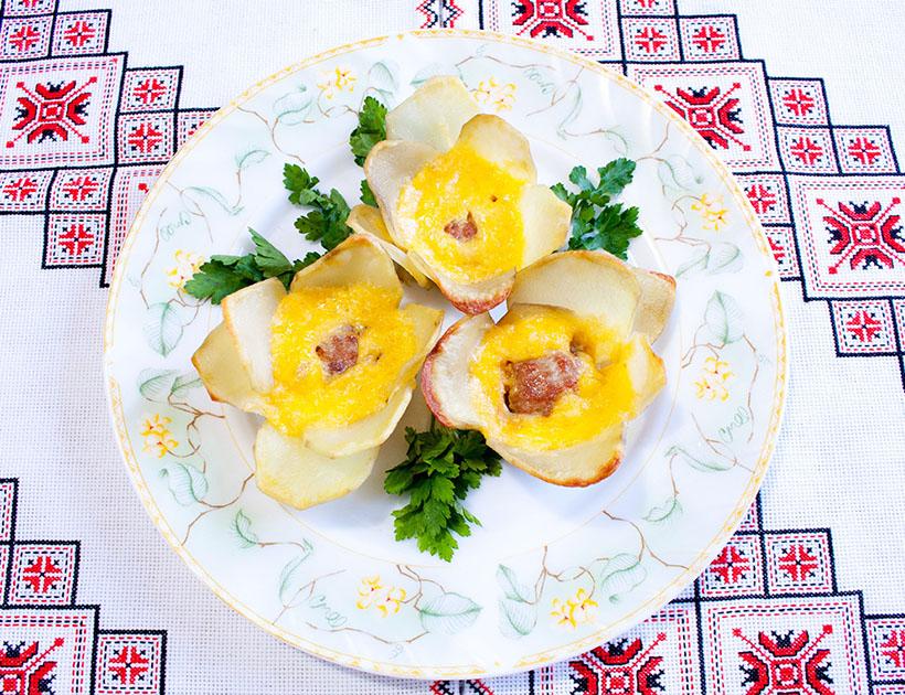 Картофельные цветочки с фаршем